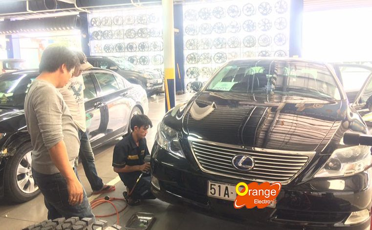 Lắp đặt cảm biến áp suất lốp xe Lexus Ls600hl ngày đầu năm 2017