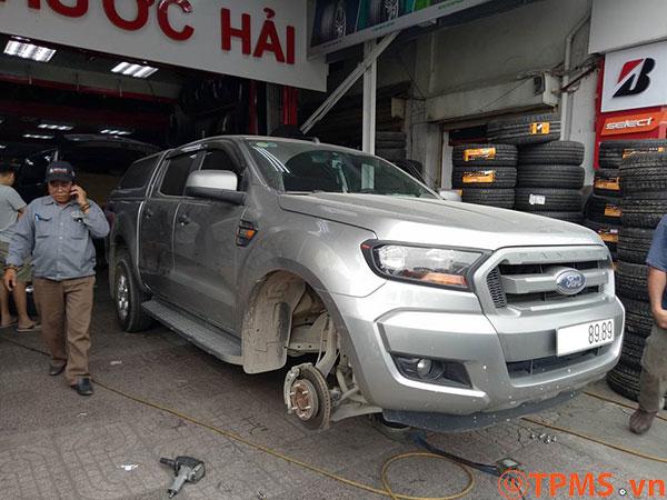 lắp đặt cảm biến áp suất lốp ford ranger