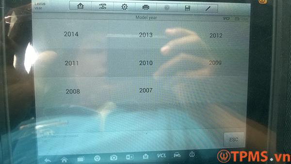Cài đặt cảm biến áp suất lốp xe Lexus ES350 năm 2010 -