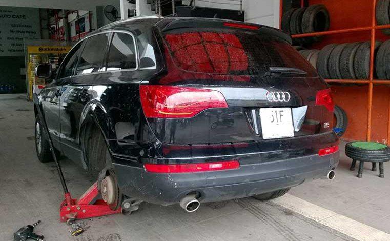 Cài đặt cảm biến áp suất lốp xe Audi Q7 2008