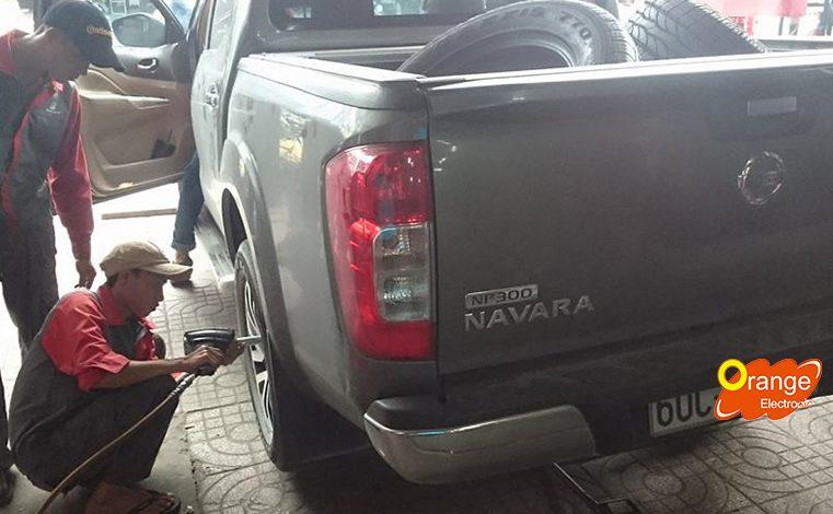 Lắp đặt bộ TPMS màn hình kim cương cho xe Nissan Navara