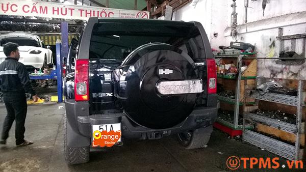 Lắp đặt cảm biến áp suất lốp xe Hummer 2009