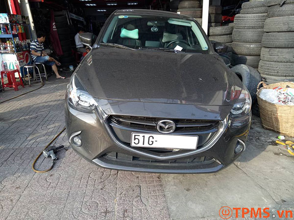 Lắp đặt cảm biến áp suất lốp Mazda 2