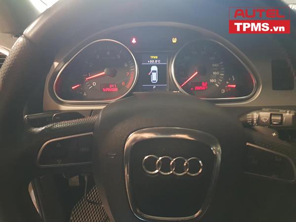 Cài đặt cảm biến áp suất lốp Audi Q7 2018