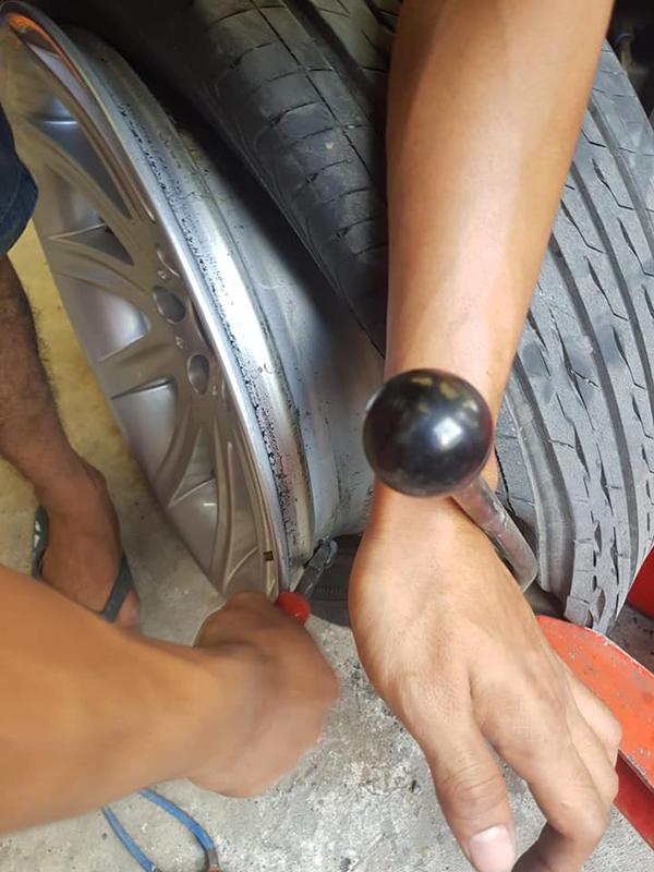 Cài đặt cảm biến áp suất lốp BMW 750LI
