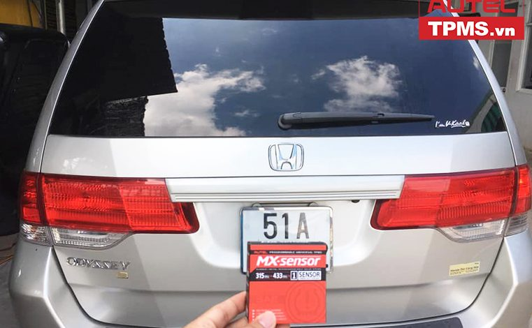 Lắp đặt cảm biến áp suất lốp Honda Odyssey 2008