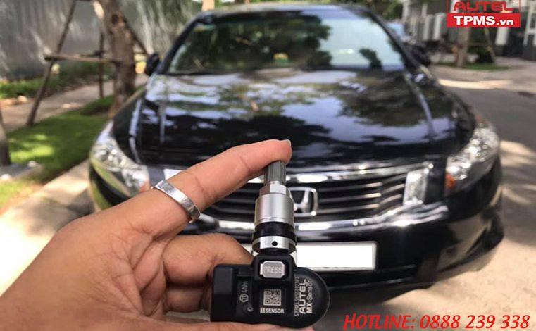 Kiểm tra cảm biến áp suất lốp Honda Accord 2008