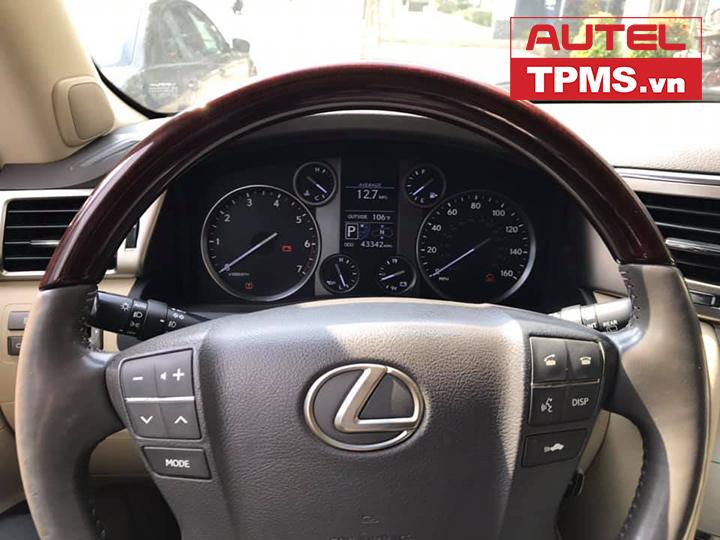 kiem-tra-cam-bien-ap-suat-lop-Lexus-Lx570-2013-3